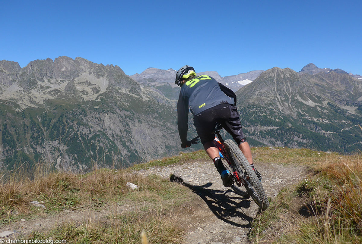 All smiles at this point of the descent to Vallorcine, only 900m to loose and not long to do it in...